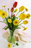 Flowers and hat — Stock Photo