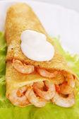 Pancake stuffed with shrimp — Stock Photo