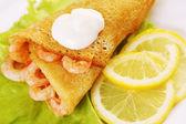 煎饼与虾和柠檬 — 图库照片