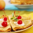 Pancakes with cherries — 图库照片