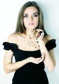 Woman holding a black caviar — Stockfoto
