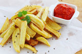 Fried potatoes with sauce — Stock Photo