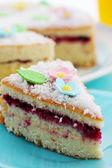 Pound cake with flowers — Stock Photo
