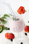 Mix of yogurt with strawberries — Stock fotografie
