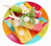 Summer dessert on the plate — Zdjęcie stockowe