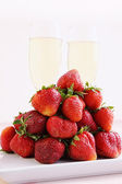 Strawberries and champagne glasses — Stock Photo