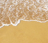 Plage de sable et des vagues — Photo