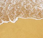 Playa de arena y onda — Foto de Stock