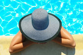 Woman in swimming pool resting — Foto Stock