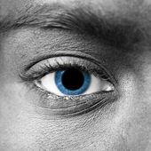 Olho humano com grande aluno - conceito de droga — Fotografia Stock