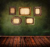 Retro pokój puste ramki starodawny tło zielony ściana — Zdjęcie stockowe