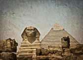 Vintage image of Sphynx and Cheops pyramid — Stock Photo