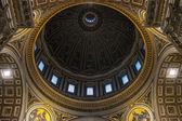 Indoor view of beautiful Basilica di San Pietro in Rome - Italy — Stock Photo
