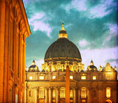 Vintage image of Basilica di San Pietro at night - Vatican City — Stock Photo