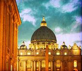 Vintage image of Basilica di San Pietro at night - Vatican City — Stock Photo