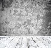 Leeren Raum mit weißen Wand und Holzboden — Stockfoto