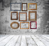 Empty room with vintage frames — Stock Photo