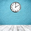 Retro room with clock on wall — Stock Photo