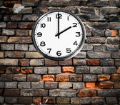 Retro clock on brick wall — Stock Photo