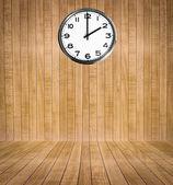 Trä rum med klocka — Stockfoto