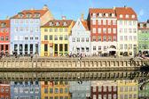 Nyhavn en copenhague dinamarca - famosa atracción turística — Foto de Stock