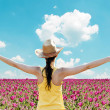 Girl spreading her arms in the middle of tulip field - Enjoy nat — Stock fotografie