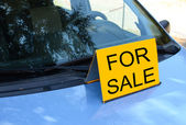 """""""FOR SALE"""" sign on car - Sell a car concept — Stock Photo"""