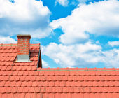 Brand new red rooftop against blue sky — Stock Photo