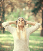 Happy woman looking up in the sky in Autumn forest — Foto Stock