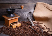 Coffee grinder sack and vintage scoop with coffee beans — Foto Stock