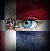 Rosto humano pintado com a bandeira da república dominicana — Foto Stock