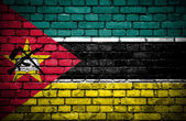 Brick wall with painted flag of Mozambique — Photo