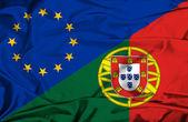 Ondeando la bandera de portugal y la Unión Europea — Foto de Stock