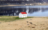 Sea and mountain landscape with traditional icelandic house — Stock Photo