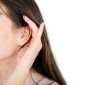Woman holds her hand near ear and listens — Stock Photo