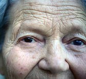 Close up portrait of older lady — Stockfoto