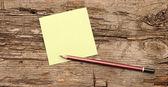 чистый лист бумаги с карандашом — Стоковое фото