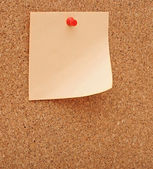 Blank note pinned to corkboard — Stock Photo