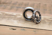 Steel ball bearings on wooden table. space for your text — Foto Stock