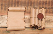 Rollos de papel vintage con sello de cera — Foto de Stock
