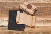 свитки винтаж бумаги с печатью воском — Стоковое фото