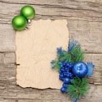 boule de Noël avec des décorations de Noël et papier — Photo