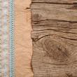 papel viejo con hermosa cinta en textura de madera marrón — Foto de Stock