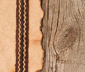 старая бумага с красивой лентой на коричневый текстуры древесины — Стоковое фото