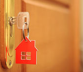 Symbol of the house and stick the key in the keyhole — Stok fotoğraf