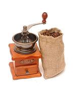 Kaffee in braune tasche und alte vintage holz kaffeemühle naturschönheit — Stockfoto