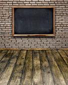 Tom chalkboard menyn hänga på vägg i rummet stil — Stockfoto