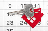 A house key on a calendar background — Stockfoto