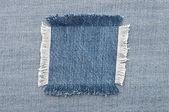 磨耗した青いデニムの内側に空白ジーンズ パッチのクローズ アップ — ストック写真