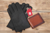 Leather gloves and wallet with house keys  — Stock Photo